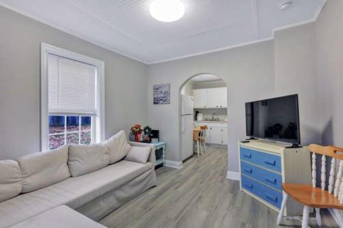 1207 Pine Ave Hopewell VA-small-004-18-Living Room-666x444-72dpi
