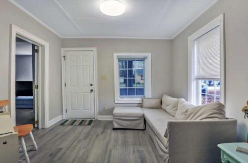 1207 Pine Ave Hopewell VA-small-005-21-Living Room-666x440-72dpi