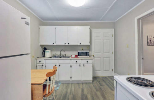 1207 Pine Ave Hopewell VA-small-006-24-Kitchen-666x437-72dpi