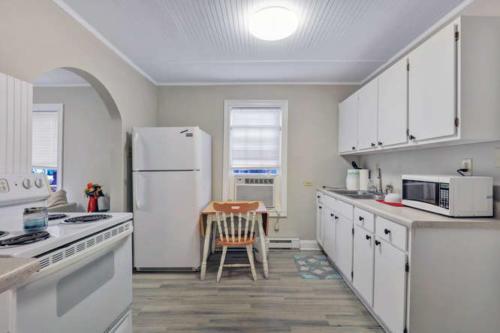 1207 Pine Ave Hopewell VA-small-007-22-Kitchen-666x444-72dpi