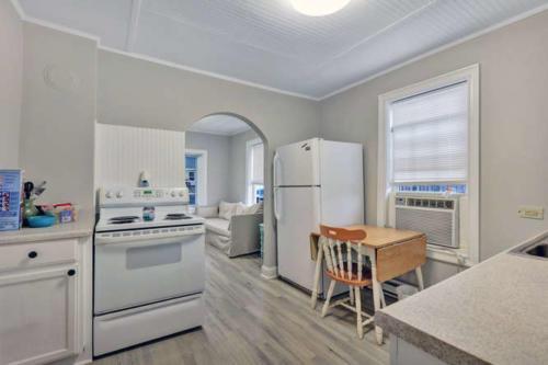 1207 Pine Ave Hopewell VA-small-008-20-Kitchen-666x444-72dpi