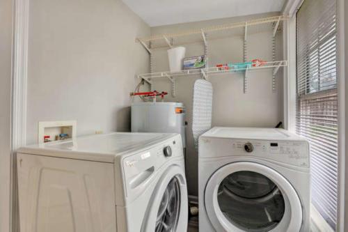 1207 Pine Ave Hopewell VA-small-009-9-Laundry-666x444-72dpi