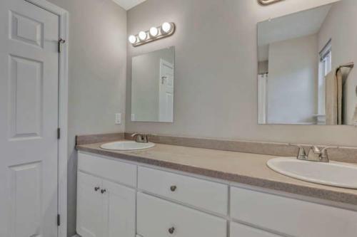 2100 Halifax Ave Richmond VA-small-019-11-Bathroom-666x444-72dpi
