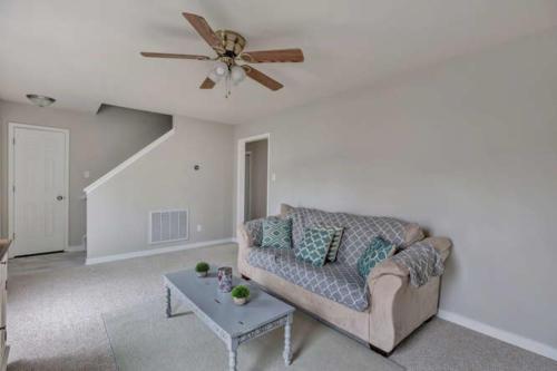 5000 Chelsea Brook Ln Glen-small-003-9-Living Room-666x444-72dpi