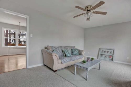 5000 Chelsea Brook Ln Glen-small-004-10-Living Room-666x445-72dpi