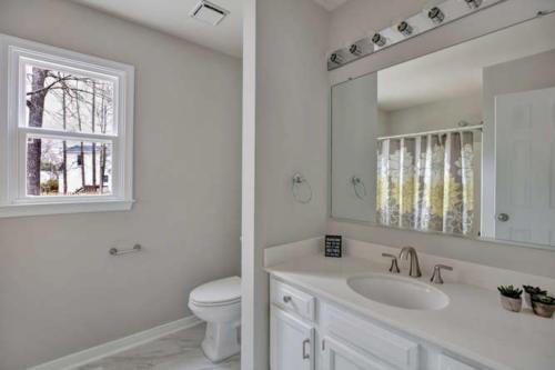 5000 Chelsea Brook Ln Glen-small-009-8-Bathroom-666x444-72dpi