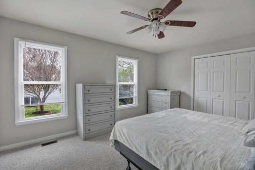 5000 Chelsea Brook Ln Glen-small-011-6-Bedroom-666x445-72dpi