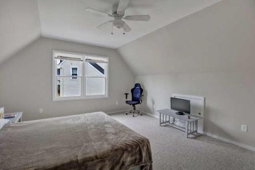 5000 Chelsea Brook Ln Glen-small-013-12-Bedroom-666x444-72dpi