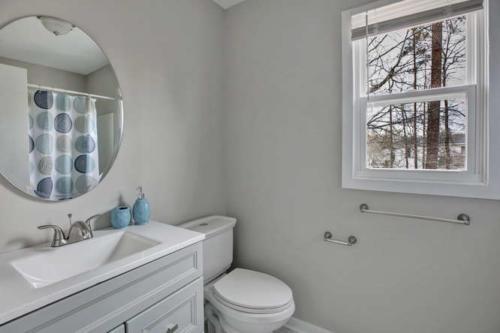 5000 Chelsea Brook Ln Glen-small-014-15-Bathroom-666x444-72dpi